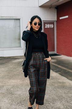 Plaid pants and black blazer. Plaid pants and black blazer. Karohosen Outfit, Plaid Pants Outfit, Trouser Outfits, Blazer Outfits, Black Trousers Outfit Casual, Casual Blazer, Trousers Fashion, Check Trousers Outfit, Blazer Dress