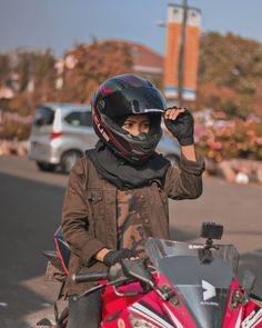 Skater Girl Outfits, Model Outfits, Motorbike Girl, Motorcycle Style, Hijabi Girl, Girl Hijab, Lady Biker, Biker Girl, Aesthetic Photography Grunge