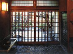 Genkan, or Japanese entryway. Pebbles or stone. Japanese-style mudroom. I love a clean house.