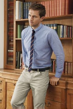 This would be a great outfit for Saturday afternoon! We love the skinny tie!