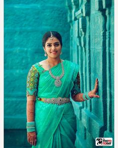 In a green color saree, elbow length sleeve blouse design, hip chain, long chain and silver jewelry Pattu Saree Blouse Designs, Blouse Designs Silk, Bridal Blouse Designs, Blouse Patterns, Wedding Saree Blouse, Bridal Silk Saree, Wedding Sarees, Indian Silk Sarees, Indian Beauty Saree