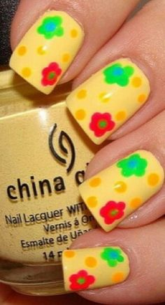 Sunny yellow Nail Art #nails www.finditforweddings.com