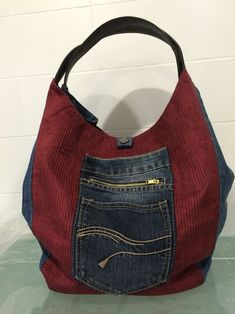 Texan bag Source by Diy Jeans, Recycle Jeans, Diy Bags Purses, Purses And Handbags, Blue Jean Purses, Denim Handbags, Mode Jeans, Denim Ideas, Handmade Purses