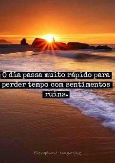 """""""Podem roubar tuas idéias, teus planos, teus sonhos, mas jamais, em hipótese alguma roubarão teus sentimentos, tua essência, tua alma. Quer saber por que? Deus te fez sagrado e tua salvação é individual. Percebe-te preciosidade, tu és um milagre que acontece todos os dias."""" ____Vitor Ávila"""