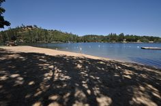 The dock at Pine Mountain Lakes Dunn Court beach (located in Groveland, CA 95321 & just 26-miles to the N. entrance of #Yosemite National Park) is the smallest and quietest of the three sandy beaches in Pine Mountain Lake. #LAKEFRONT vacation rental MOUNTAIN LAKESIDE RETREAT is just yards away from Dunn Court Beach. Mountain Lakeside Retreat master calendar: http://www.yosemiteregionresorts.com/48198.htm
