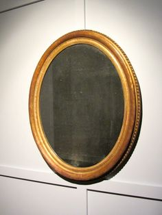 Beautiful antique oval mirror with sparkly mercury plate