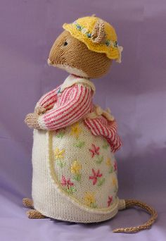 Adorable little mouse - Ravelry: Project Gallery for Lady Woodmouse pattern by Alan Dart by beatrice Amigurumi Patterns, Doll Patterns, Knitting Patterns, Knitted Dolls, Crochet Dolls, Knitting Projects, Crochet Projects, Knitted Teddy Bear, Crafts
