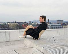 アルネ・ヤコブセン名作椅子「セブンチェア」 世界の建築家が再解釈 : promostyl JAPAN news