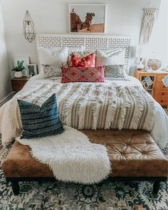 Bohemian Bedroom Decor Ideas - Discover ways to master bohemian space style with these bohemia-style rooms, from diverse bed rooms to loosened up living rooms. Bohemian Apartment Decor, Bohemian Bedroom Decor, Bohemian Room, Office Inspiration, Home Design, Interior Design, Sweet Home, Apartment Living, Living Rooms