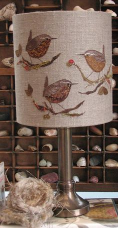 Birds, bees, butterflies and dragonflies. Freehand Machine Embroidery, Free Motion Embroidery, Wool Applique, Embroidery Applique, Fabric Art, Fabric Crafts, Hobbies And Crafts, Diy And Crafts, Handmade Lampshades