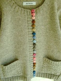 Sew yarn over buttons to make different colors. Add crochet loops on edge to fasten. This would be so cute on plain children's sweaters! Knitting Projects, Knitting Patterns, Sewing Projects, Knitting Supplies, Refashion, Diy Clothes, Needlework, Knit Crochet, Crochet Buttons