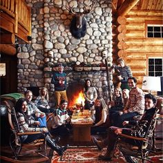 Apres ski with friends and family Winter Cabin, Winter Fun, All Things Christmas, Christmas Home, Vacation Outfits, Ski Outfits, Southwestern Home Decor, Halloween Miniatures, Ski Season