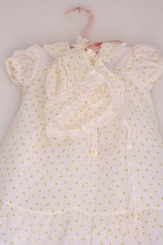 Vintage infant dress with daisies and bonnet. $14.00, via Etsy.