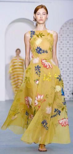 Jasper Conran Ready To Wear Spring Summer 2017 London Vogue Fashion, Cute Fashion, Runway Fashion, Fashion News, Casual Dresses, Fashion Dresses, Summer Dresses, Royal Clothing, Dress Shapes