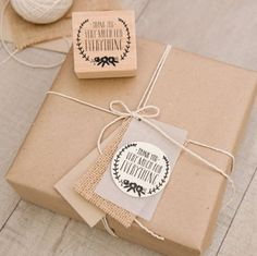 DIY WRAPPING IDEA : Brown paper used as a 'neutral' gift wrapping paper for Christmas.