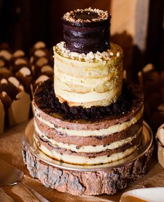 Naked cakes at weddings: Cly Creation / TheKnot.com