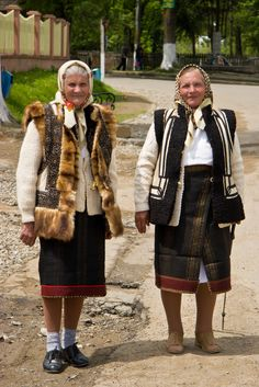 Clothing for Romanian Men and Women Romanian Folk Costumes-BucovinaRomanian Folk Costumes-Bucovina Ethnic Outfits, Ethnic Dress, Bulgaria, Romanian Men, Romanian People, Folk Costume, Costumes, Ethnic Fashion, Traditional Dresses