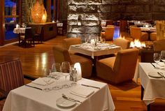 Tambo del Inka, a Luxury Collection Resort & Spa, Valle Sagrado - Restaurant - fire place and tables
