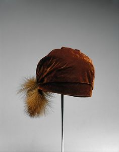 Worth silk velvet and feather hat ca. 1924 jj