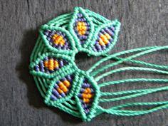Cut waxed threads. Cortar las siguientes medidas de hilo. 1. 1 hilo de 20 cm / 1 thread 20 cm. 2. 6 hilos de 25cm/ 6 threads 25cm.  3. 4 hi...