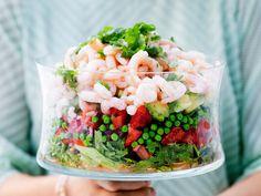 Raikas katkarapusalaatti Prawn Salad, Acai Bowl, Salads, Yummy Food, Fresh, Eat, Cooking, Breakfast, Recipes