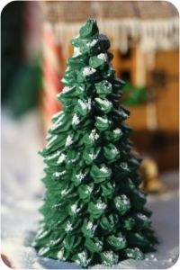 46 DIY Christmas Cone Trees ---------------------------------------------------------------By Posted on December tree has excellent needle reten Gingerbread House Designs, Gingerbread House Parties, Gingerbread Village, Christmas Gingerbread House, Gingerbread Man, Christmas Goodies, Christmas Baking, Christmas Diy, Christmas Decorations