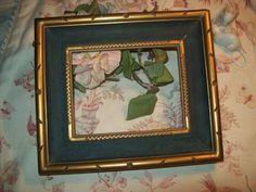 Un joli cadre ancien   en bois doré et peinture verte d'origine de la boutique FRANCEDECO sur Etsy