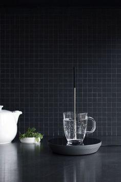 0 black mat little tiles in the kitchen