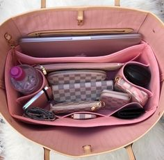 Girly, Glam, and Fashionable: Photo School Bag Organization, Handbag Organization, Luxury Purses, Luxury Bags, Vuitton Bag, Louis Vuitton, Inside My Bag, Sacs Louis Vuiton, What's In My Purse