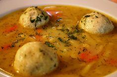 Kapros zöldbabos zöldségleves túrógombócokkal - Levesbáró Thai Red Curry, Soup Recipes, Food And Drink, Favorite Recipes, Meals, Chicken, Breakfast, Ethnic Recipes, Kitchen