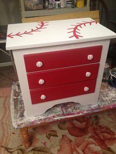 10 Cool DIY Baseball Dresser Ideas Small baseball dresser with painted baseball threads Baseball Dresser, Baseball Furniture, Baseball Nursery, Boys Baseball Bedroom, Baseball Room Decor, Sports Room Decor, Softball Room, Baseball Display, Cool Diy