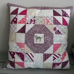 Brassring pillow, pattern from Sew Organized for the Busy Girl / Fabricmutt