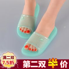 Crystal jelly plastic slippers female summer hard bottom massage thick  bottom non-slip bathroom bath deodorant easy to wash old slippers 079736f73a34