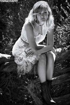 Kirsten-Stewart-Town-Country-2015-Cover-Shoot03-800x1444.jpg