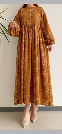 Pakistani Fashion Casual, Pakistani Dresses Casual, Pakistani Dress Design, Abaya Fashion, Muslim Fashion, Fashion Dresses, Stylish Dresses For Girls, Stylish Dress Designs, Elegant Dresses