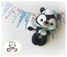 This adorable plush is Mofe the Skunk, perfect addition for a forest creatures mobile. Mofe el zorrillo.