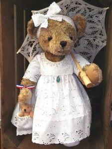 Ours Miss Belle  http://www.lamaisondemathurine.com/ours-en-peluche-de-createur/les-ours-demoiselles-et-messieurs/