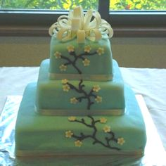 Wedding cake. All fondant, piping in icing.