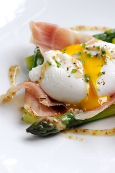 This poached duck egg recipe includes both asparagus and a great dressing. In this Matthew Tomkinson recipe, ham and mustard dressing add extra gravitas to the dish Egg Recipes For Breakfast, Vegetarian Breakfast, Savory Breakfast, Brunch Recipes, Breakfast Ideas, Whole Food Recipes, Cooking Recipes, Food Texture, Tortillas