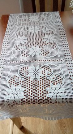 This Pin Was Discovered By Crochet Table Runner Pattern, Crochet Doily Patterns, Crochet Chart, Thread Crochet, Crochet Motif, Crochet Doilies, Crochet Flowers, Crochet Stitches, Pinterest Diy Crafts