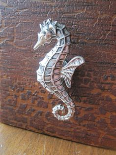 Seahorse drawer knobs / cabinet pulls in Silver metal (MK148)