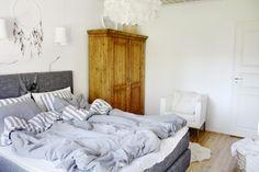 Bedroom //  makuuhuone // sovrum // talonpoikaiskaappi // kartell // tine k home //dreamcatcher // drömfångare //  unisieppari