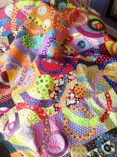 Very colorful, happy quilt. Colorful Quilts, Small Quilts, Scrappy Quilts, Baby Quilts, Quilting Fabric, Scrap Fabric, Amy Butler, Circle Quilts, Quilt Blocks