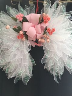 Best 12 Angel Wings in a shimmering White Mesh for your celebration of Faith ,Rainbow Baby Remembrance , Mother's Day or perfect gift for Baby Shower. Measures 26 x 30 x 10 and is very lightweight designed and created by Amazing Wreaths 2018 This beautif Grave Flowers, Cemetery Flowers, Funeral Flowers, Diy Angel Wings, Diy Wings, Wreath Crafts, Diy Wreath, Wreath Ideas, Easter Wreaths