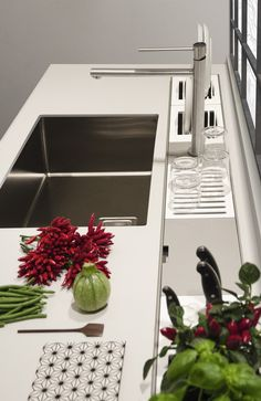 EASYRACK KITCHEN STEP Canale attrezzato per cucina by DOMUSOMNIA/Easyrack Kitchen Step is a equipped track for your kitchen by DOMUSOMNIA