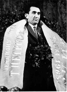 The chess games of Tigran Vartanovich Petrosian Famous Armenians, Armenian People, Armenian Culture, Chess Players, Perfect Model, The Grandmaster, Blue Moon, Online Casino