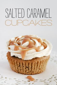 salted-caramel-cupcakes-intro Mets, Caramel Buttercream, Just Desserts, Delicious Desserts, Yummy Food, Delicious Cupcakes, Cupcake Cakes, Cupcake Recipes, Dessert Recipes