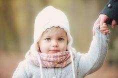 Ein herbstliches Mutter Tochter-Fotoshooting im Wald | Friedasbaby.de Foto: Petsy Fink