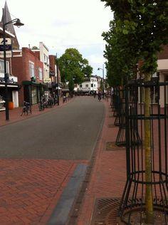 Shared space, met helder contrast, in Haren (Groningen) (september 2013).
