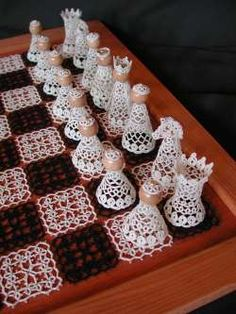 Tatted chess set after a pattern by Ineke Kuiperi, from the exhibition at Horstmar in 2003.